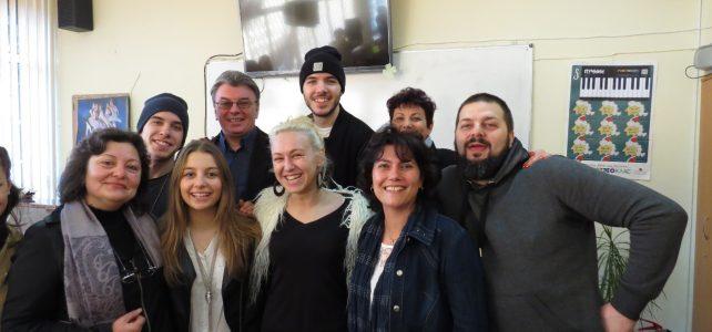Талантите от X Factor се върнаха в училище